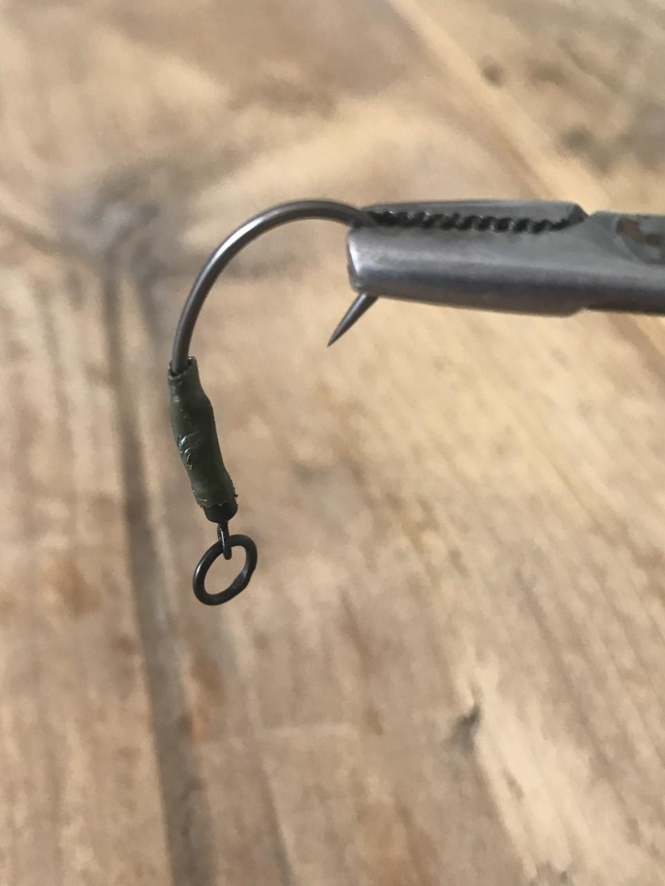 How to tie the ronnie rig step 4