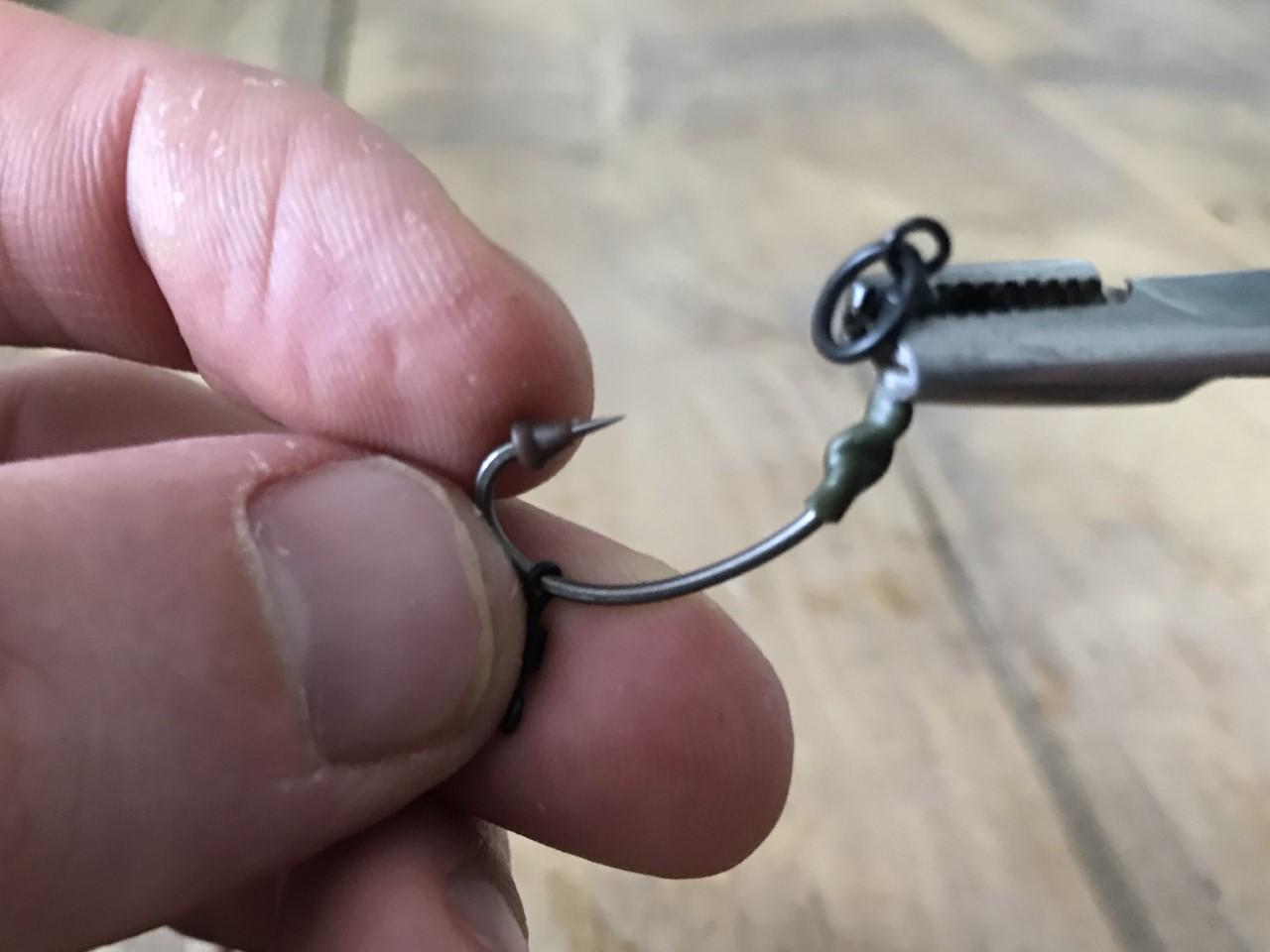 How to tie the ronnie rig step 7